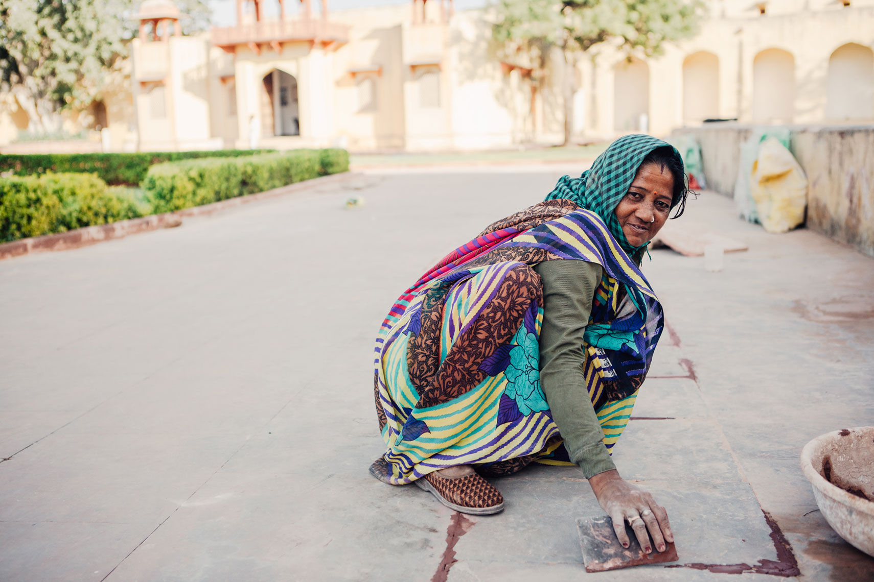 deepi-ahluwalia-india-jaipur-woman-cement